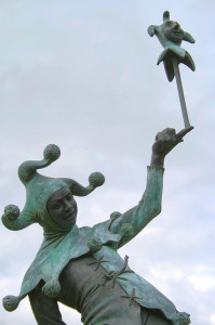 statue of a jester in avon England